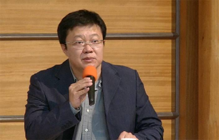 現代畫學會理事長李錦明認為,低價藝術品若免稅,年輕藝術家將受益良多。