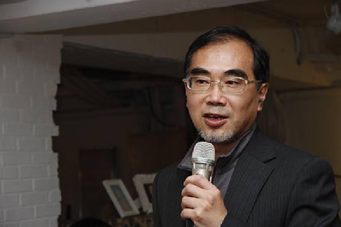 台新藝術獎提名觀察人陳泰松。圖/非池中藝術網攝。