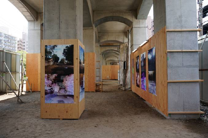 侯淑姿的「我們在此相遇」系列作品首度於戶外橋墩下展出。