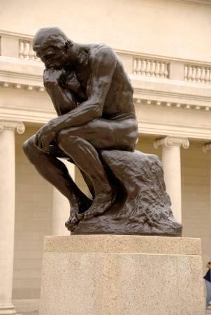 羅丹《沉思者》。圖/取自Wikimedia。
