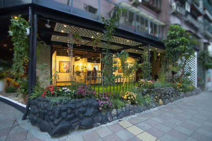 ART easy於得藝美術館舉行實體預展,匯聚台灣優秀藝術家的創作。
