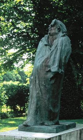 羅丹《巴爾札克雕像》。