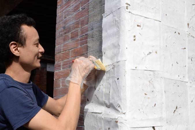 藝術家戴翰泓。圖/樹火紀念紙博物館提供。
