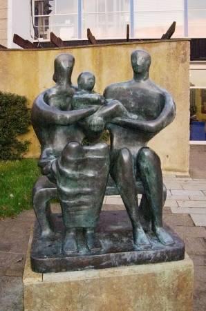 亨利‧摩爾,《家庭群像》,1950年。