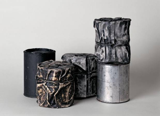 Christo ,《Wrapped Cans》,1958 。
