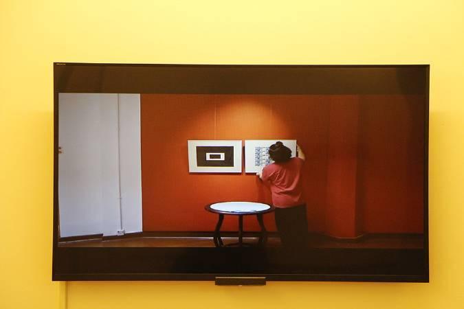 《佔中間》恢復原貌的錄像。圖/非池中藝術網攝。