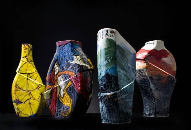 宙變群象,左起白丰中《蒸霞花雨溪影中宙變瓶》、洪仲毅《華宙變瓶》、張進勇《造化自然宙變瓶》、張進勇《萬山紅運宙變瓶》。