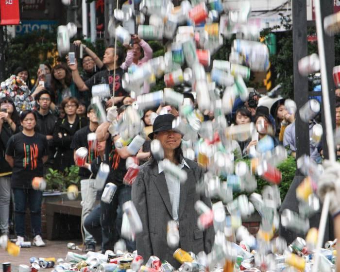 被三萬個鋁罐掩埋......殺了他或停止浪費
