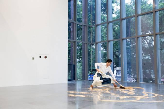 李明維《李明維與他的關係:參與的藝術》。圖/非池中藝術網攝。