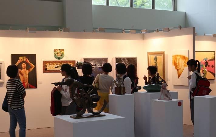「2017國際藝術家大獎賽」即日起受理報名, 只要年滿18歲以上的藝術創作者 均可參賽。