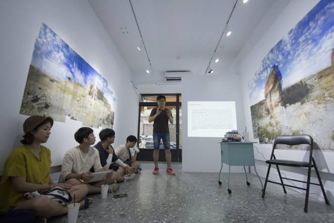 策展人白容成講座。圖/ 非池中藝術網攝。