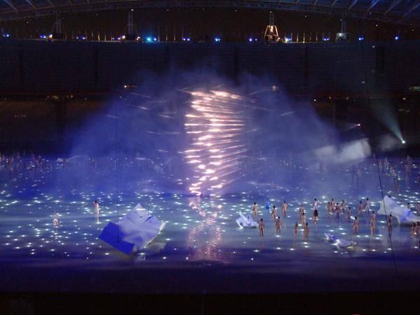 2004雅典奧運投影藝術。圖/取自hendersonmedia。