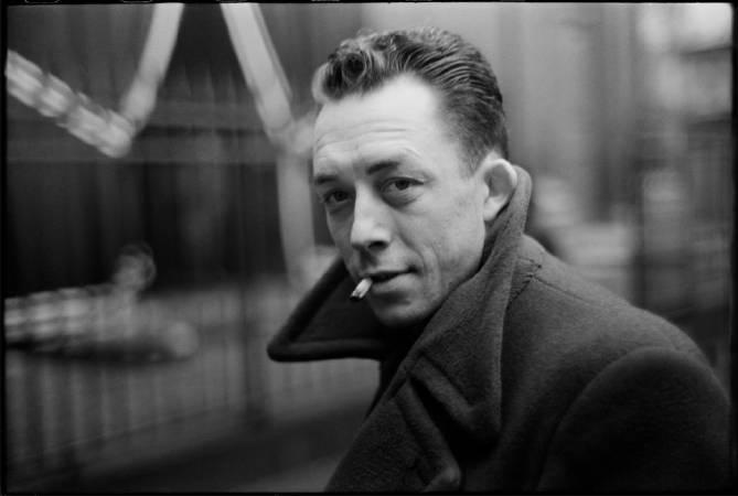 布列松,《法國作家卡謬,巴黎》,1944年。