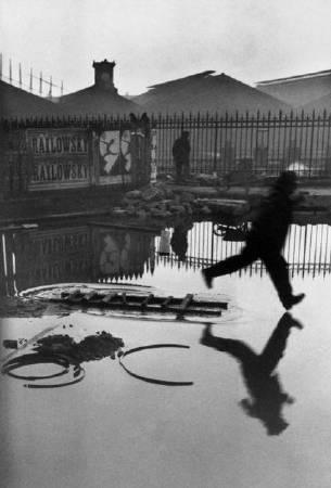 布列松,《歐洲廣場,巴黎》,1932。