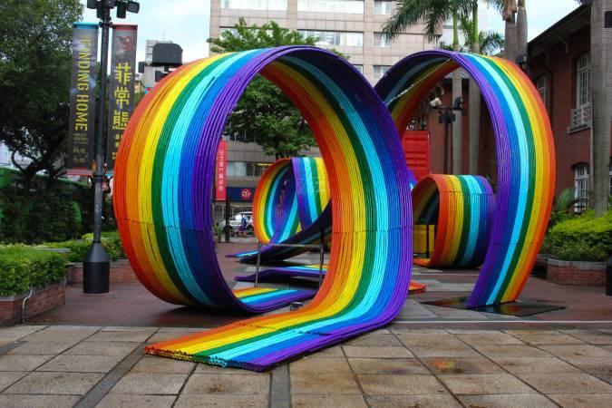 羅納德.溫杜拿《彩虹連結》。圖/非池中藝術網 攝。