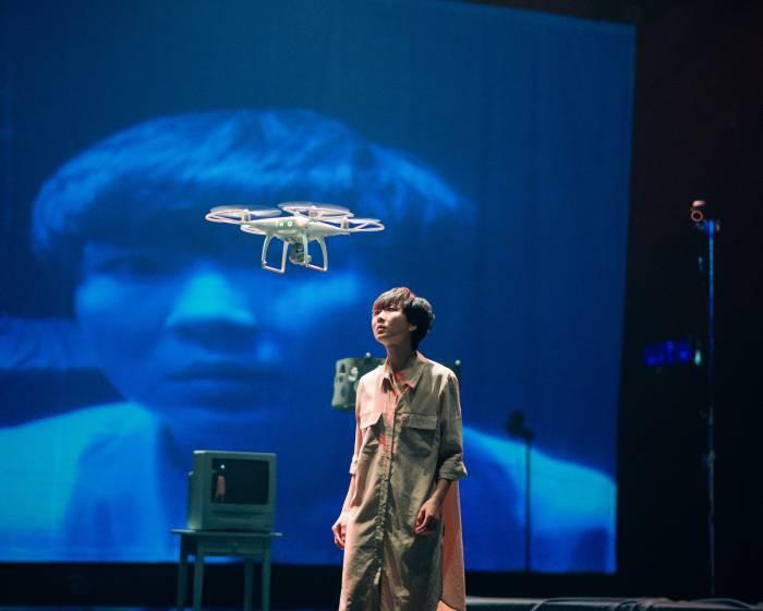 台北數位藝術中心【火炬下的囚犯】無人機與舞者共同領銜主演