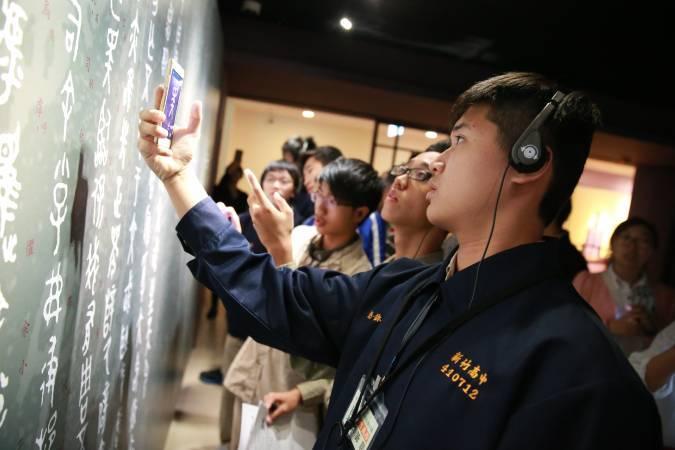 有趣的集字遊戲激發高中生親近、認識漢字的美好