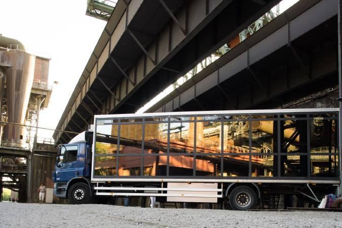陳長志_魯爾參年展-Truck Tracks Ruhr #3-停在終點站Landschaftspark Duisburg-Nord的劇場車