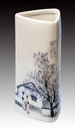 謝美卿 《相偕賞紫藤》 2016  30×14×14公分  瓷土彩繪