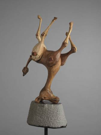 指鹿為馬NO.2    28×25×163cm  楠木、樟木、非洲紅檀、砂岩、鐵2015