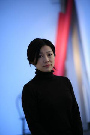 內田江美,photo by. http://www.gallerywaraku.com/index.php?r=site/artists&id=220