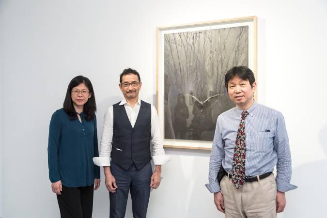 (左起)台藝大美術系副教授陳眖怡老師、日本大阪畫廊Yoshiaki Inoue負責人、日本藝評Yoshio Kato