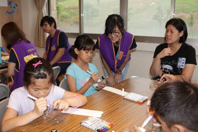 現場開放7月23日「赤子童心藝術夏令營暨兒童繪畫比賽」報名,全程免費,額滿截止。