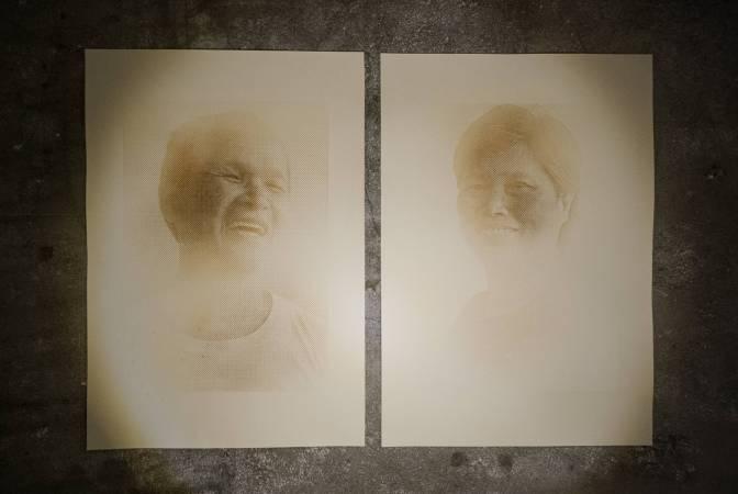 《重現鄉愁:蔗農》,2015,糖墨、絹印,28 x 40 cm x 2