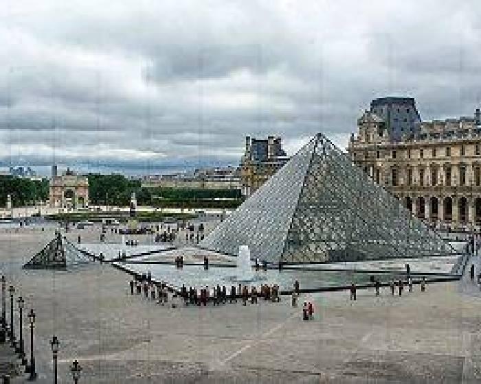 羅浮宮前的金字塔  被藝術家變不見?