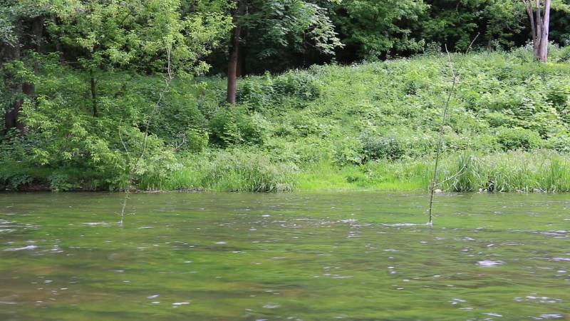 維爾尼亞河 Vilnele|雙頻道錄像,彩色,有聲 Two channel video, color, sound|8min 40sec|2017