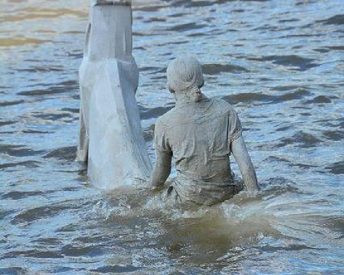 退潮才出現  英國泰晤士河的四位騎士