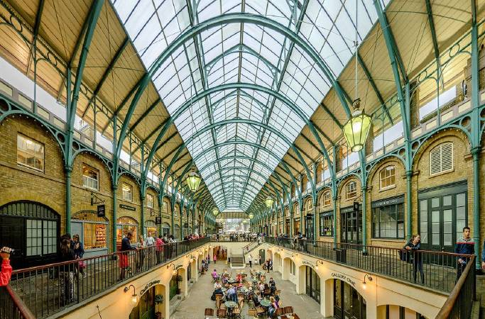 https://commons.wikimedia.org/wiki/File:COVENT_GARDEN_MARKET_BUILDING_7482_pano_12.jpg