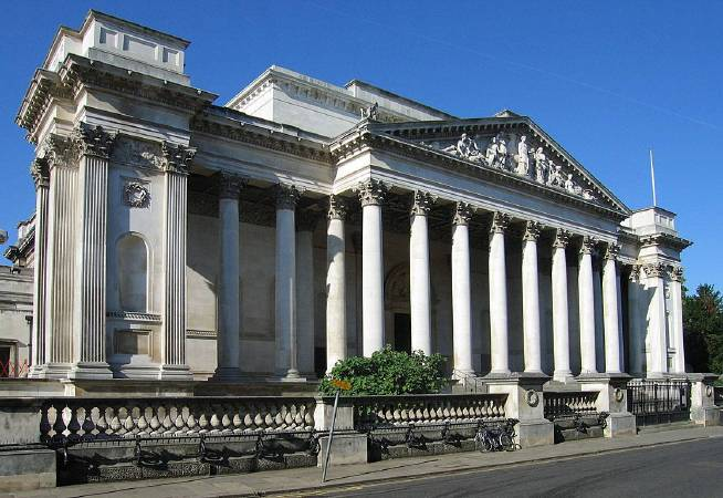 https://commons.wikimedia.org/wiki/File:FitzwilliamMuseum.jpg