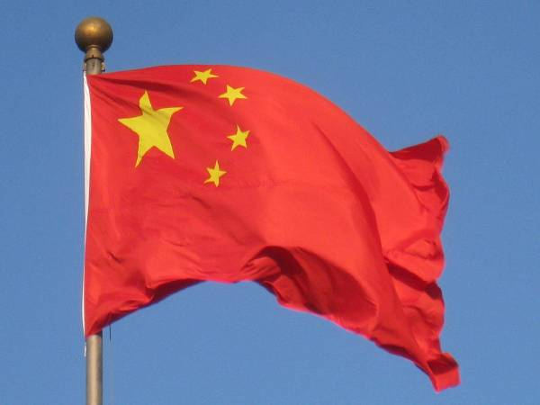 https://zh.wikipedia.org/wiki/%E4%B8%AD%E5%8D%8E%E4%BA%BA%E6%B0%91%E5%85%B1%E5%92%8C%E5%9B%BD#/media/File:Chinese_flag_(Beijing)_-_IMG_1104.jpg