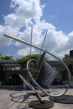 法蘭克.史特拉《Memantra》,2005。圖/取自Wikipedia。