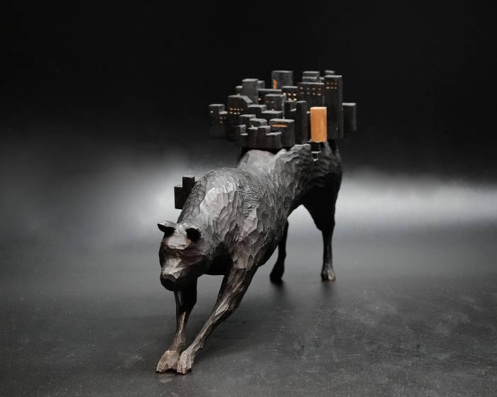 金車文教基金會【林安常-木雕創作展】林安常,以木雕及建築材料〝榫接〞起動物和建築之間的故事