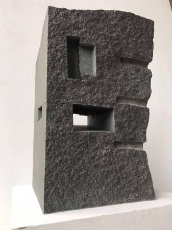 黎志文,山水,2018,花崗石,48x30x33cm。