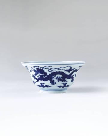 Lot 1027清乾隆 青花雲龍紋折沿碗