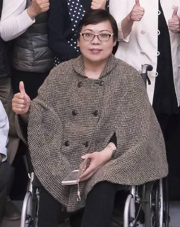 廣播節目主持人黃瑩覺得參與此次活動對她意義重大,唐寶寶的純真與善良給她靈感,創作中充滿愛的元素。