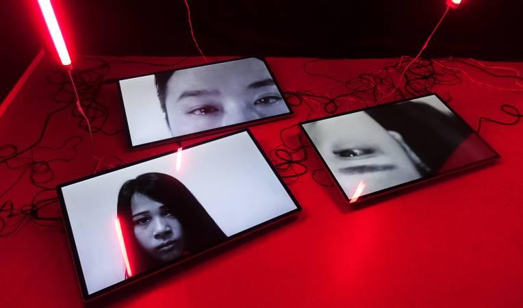 黃盟欽,《類淚》,錄像、聲音裝置、依展覽空間而定。圖/非池中藝術網攝。