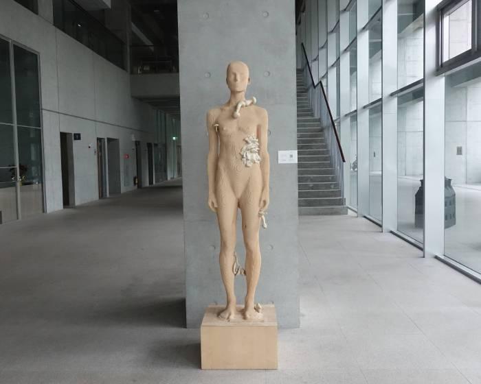 尚畫廊:【艾倫‧德梅茲 Aron Demetz 雕塑展】