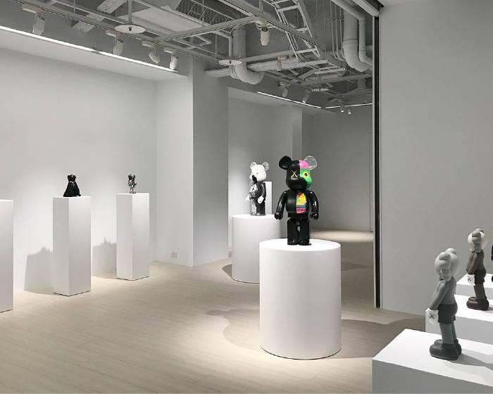 白石畫廊【KAWS: 畫廊典藏展】
