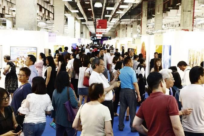 「2018台北新藝術博覽會」正式開展第一天吸引許多愛藝人士前來參觀。