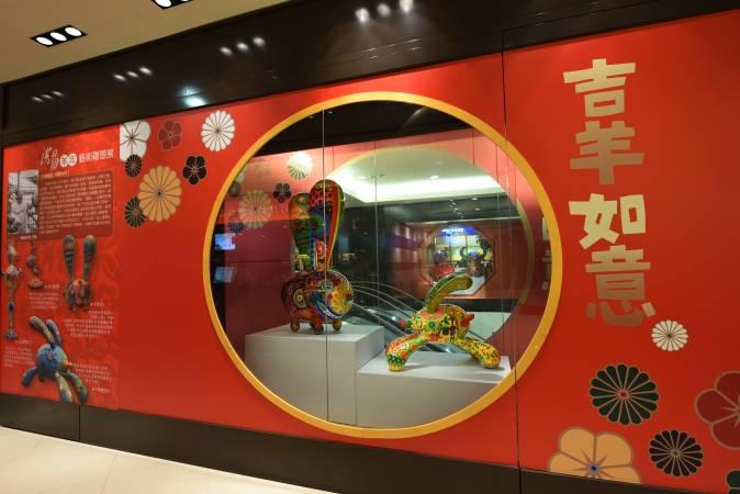 新光台南新天地 大型海報與作品的裝置