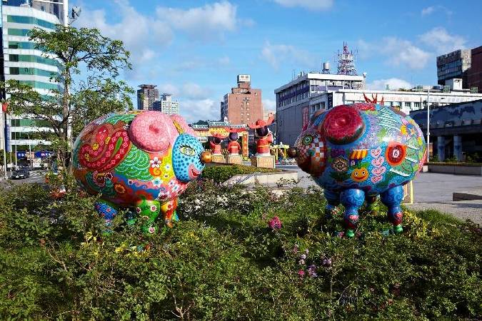 洪易 大型彩繪雕塑 綿羊群組