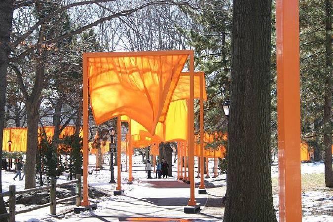 Christo and Jeanne-Claude《The Gates》,1979-2005。圖/取自wikimedia