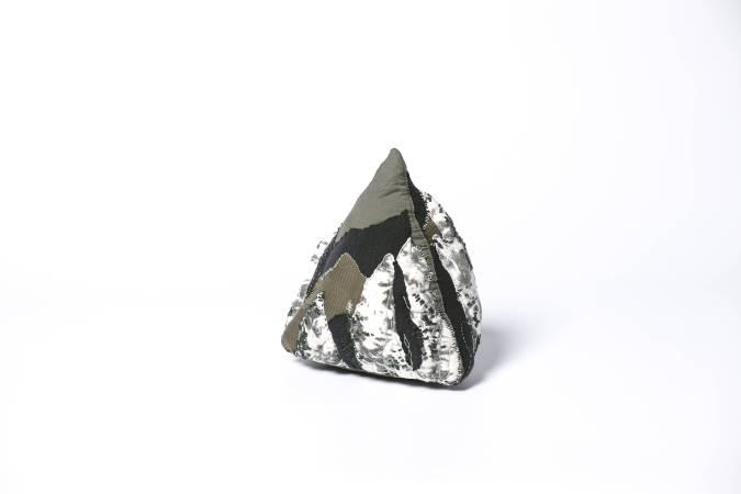 [黃山] 複合媒材 23x23x25.5 cm
