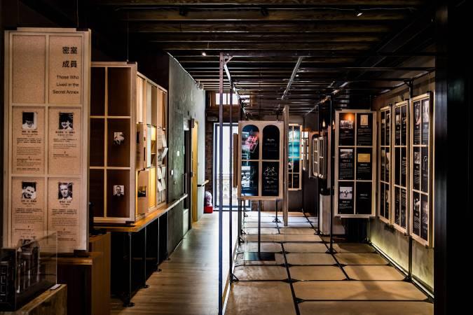 二樓展區透過窗型裝置展現安妮日記