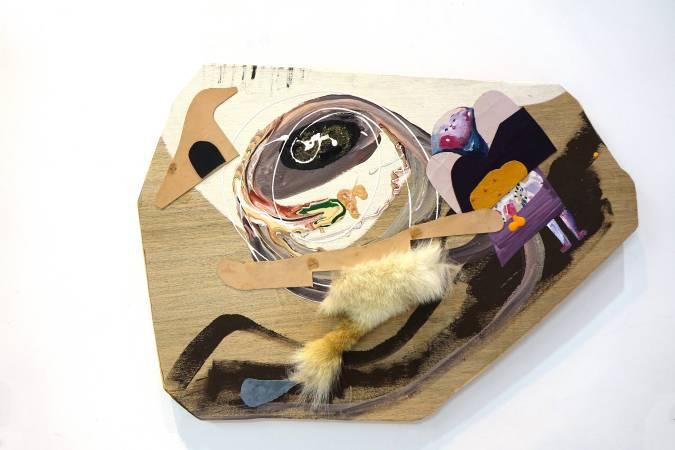 卓卉芹 CHO, Hui-Chin_花招 The Sleight of Hand_壓克力彩、油彩、皮革、木板Acrylic, Oil, leather on wooden board_74x61.5cm (23號)_2018