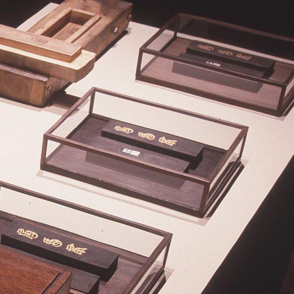 谷文達-基因煉金術(人發墨錠有限版)-帶玻璃盒